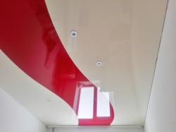 Красный с бежевым в одной плоскости