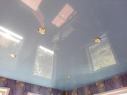 Голубой натяжной потолок в Прокопьевске