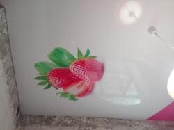 Фотопечать ягоды на натяжном потолке в Прокопьевске